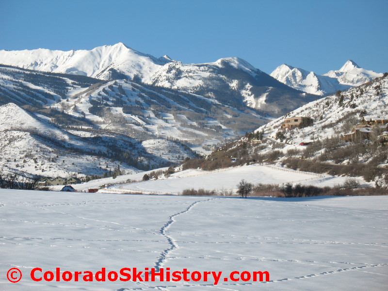 http://coloradoskihistory.com/images/snowmass_overview_feb09_0002.jpg